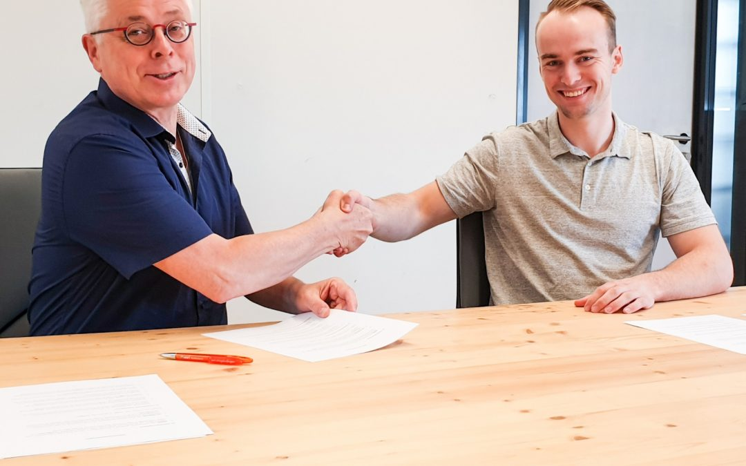 Members van Waves Coworking investeren in businessidee negentienjarige member