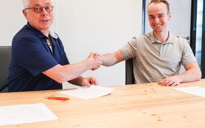 Members van Waves Coworking investeren in businessidee negentienjarige member